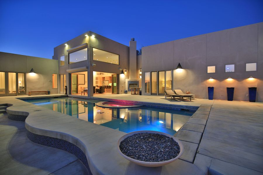 Luxurious pool side